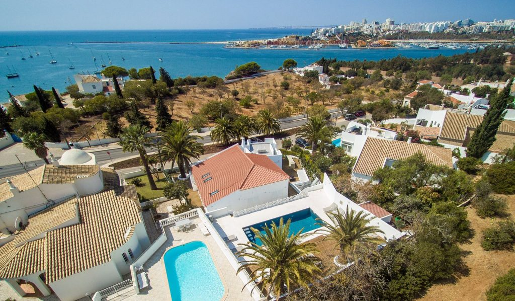 5 bedrooms accommodation and filming location algarve